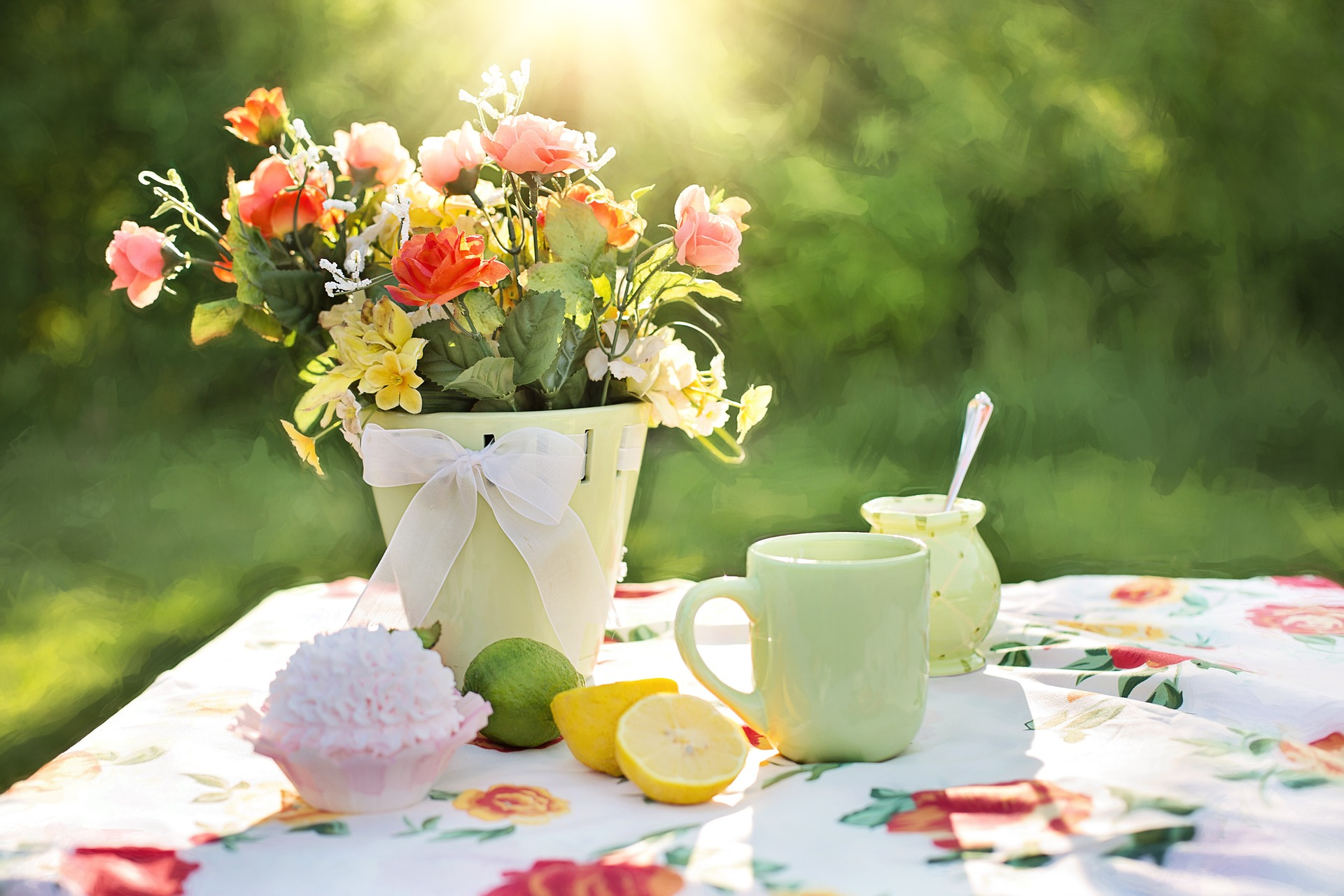 summer-table-outdoor-living-home-staging